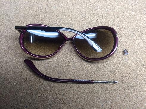 折れたサングラス