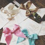"""経験者が語る。結婚式の招待状、リボンつきタイプのものは自分で結ぶ""""覚悟""""と""""段取り""""が必要"""