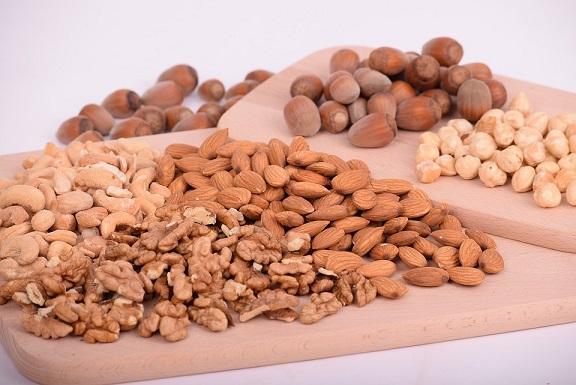 コレステロール対策にナッツ